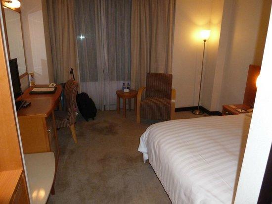 The Wharney Guang Dong Hotel Hong Kong: Bed Room