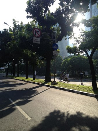 Grand Indonesia Mall: The walk from Le Meridien hotel