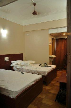 Hotel Boopathi: Room