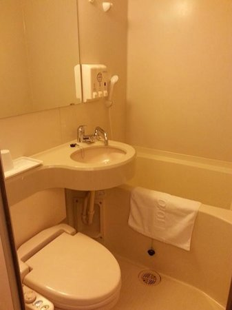 Toyoko Inn Haneda Airport 1: small but compact