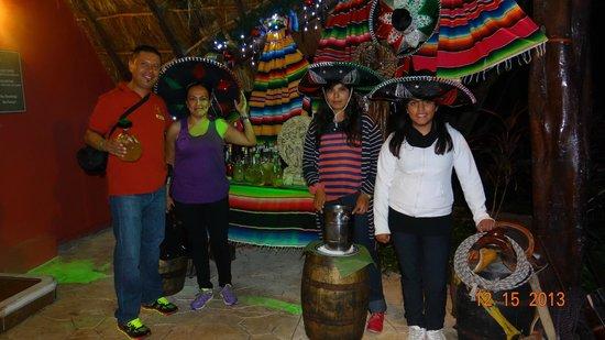 Sandos Caracol Eco Resort: Cena en restaurante Las Mascaras