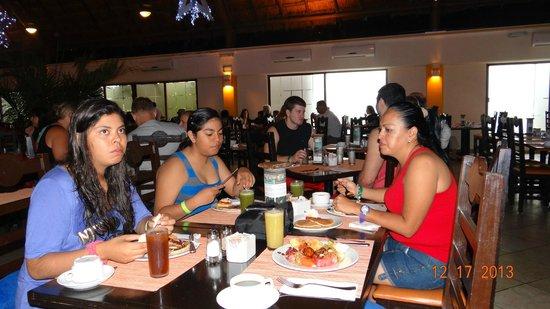 Sandos Caracol Eco Resort: Bufete La Laguna desayuno