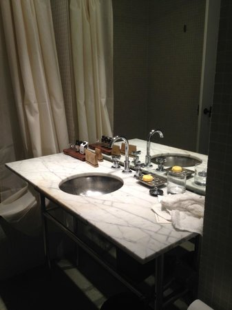 Pier One Sydney Harbour, Autograph Collection: Bathroom in Waterside King