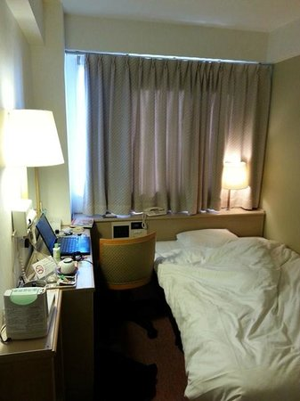 Hearton Hotel Shinsaibashi : Room is small but clean