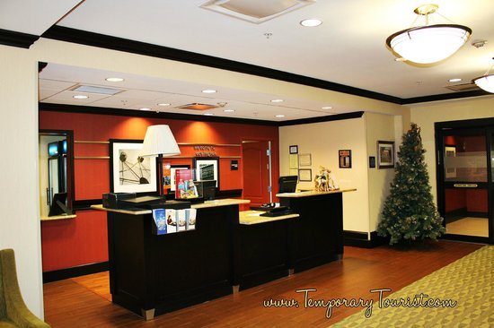 Hampton Inn Covington : Check In Desk