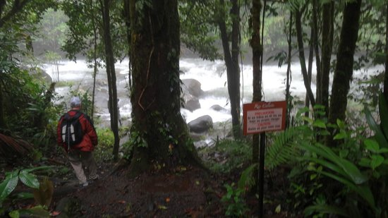 Rio Celeste: end of the hotel trail