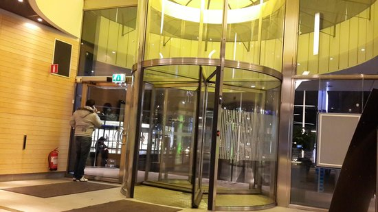 Radisson Blu Waterfront Hotel: Entrance