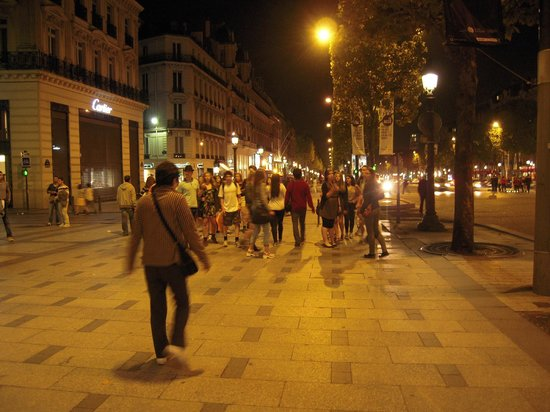 Champs-Elysees: 夜