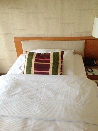 Hotel Nikko Düsseldorf: bed
