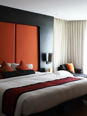 SilQ Bangkok : Room 505. King sized bed with space for extra bed