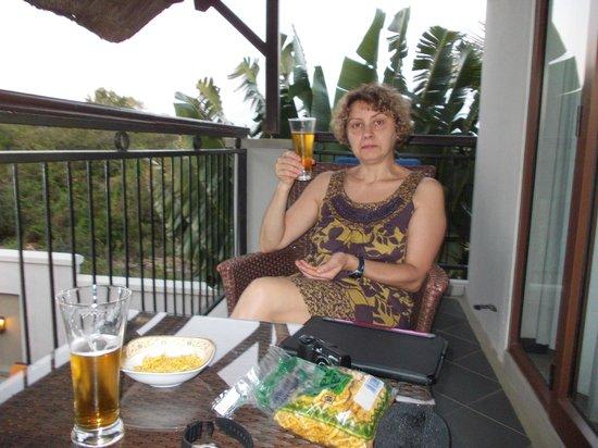 Grand Baie Suites : La terrasse et la bière par 27°c