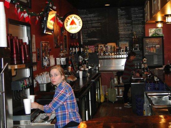 15th Street Pizza & Pub: bar scene