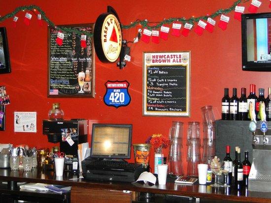 15th Street Pizza & Pub: bar pic