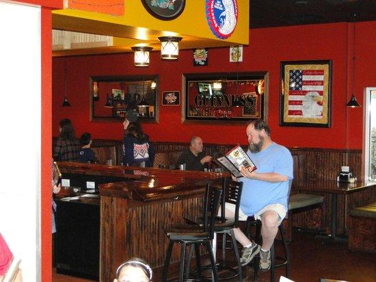 15th Street Pizza & Pub: bar or booth