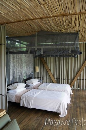 Singita Sweni Lodge: Bed with mosquito nets