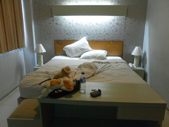 A Residence Kuta: the room looks quite alright at first glance