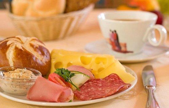 Pension Tina: Frühstücksbuffet