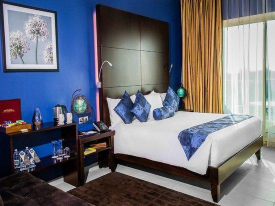 Mafraq Hotel Abu Dhabi : Corner Room