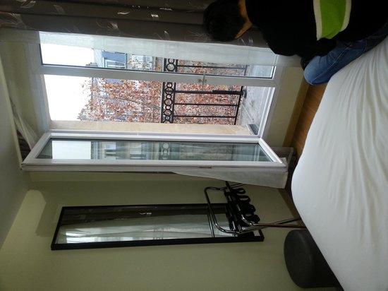 Alane Hotel : Dec 2013..love the balcony!