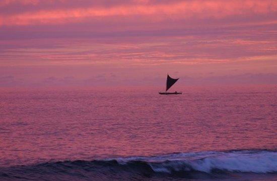 Keauhou Kona Surf & Racquet Club: Sailing canoe at sunset