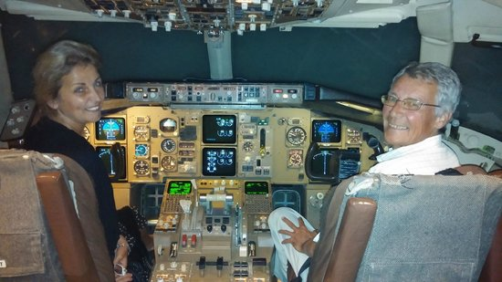 Wingman Adventures: The Boeing 767, see who's Captain .....not me!