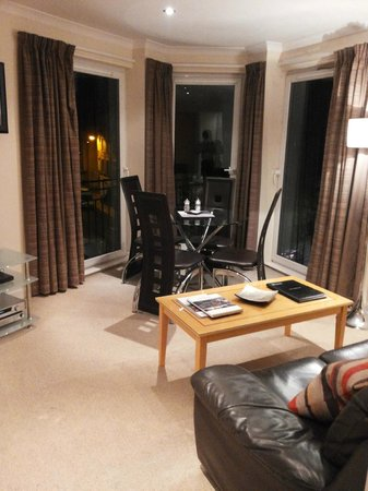 Fountain Court Apartments - Harris : Drawing Room
