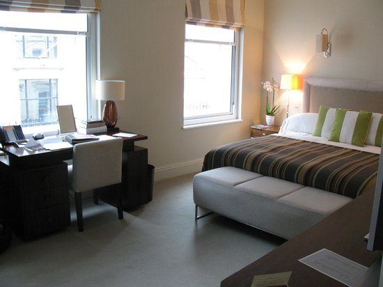 Brown's Hotel : Our first room
