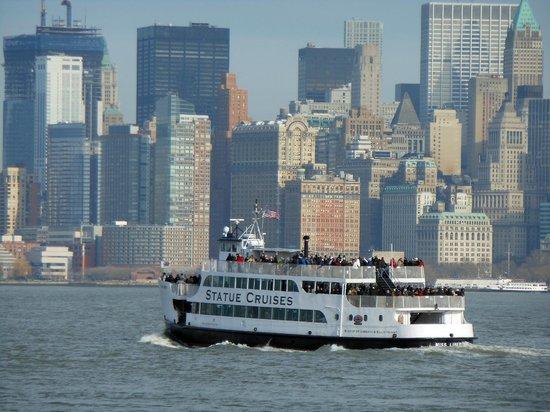Statue Cruises: Barco com Vista de Manhattan