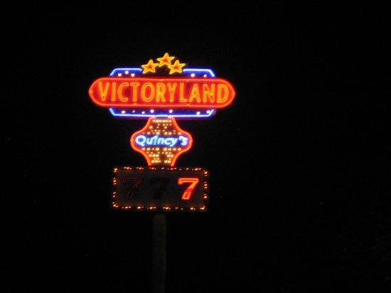 ชอร์ตเตอร์, อลาบาม่า: Entrance neon sign