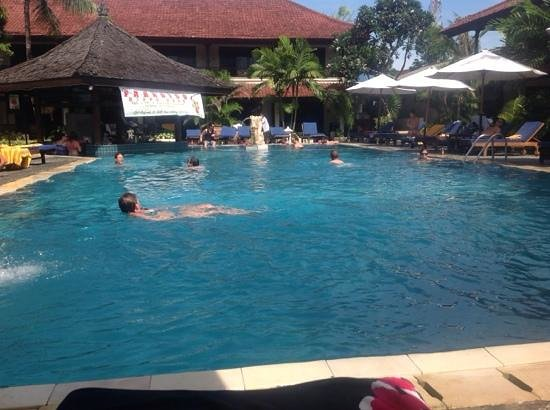 Legian Paradiso Hotel : The Pool and Bar