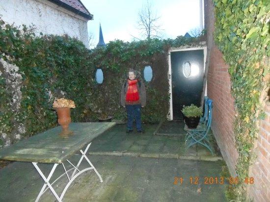 De Vesting: Binnentuin met poort