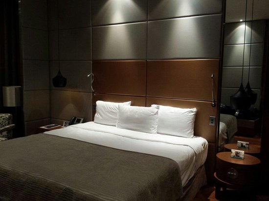 Eurostars Madrid Tower: Big and nice bed!