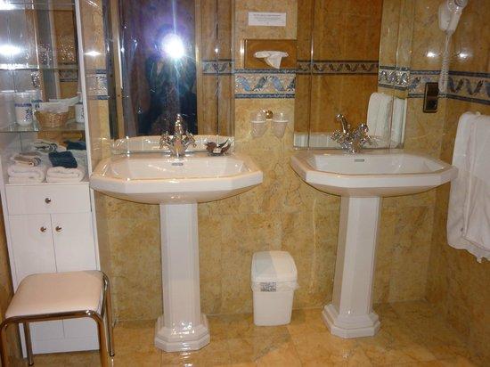 Hotel l'Ecrin : ванная комната