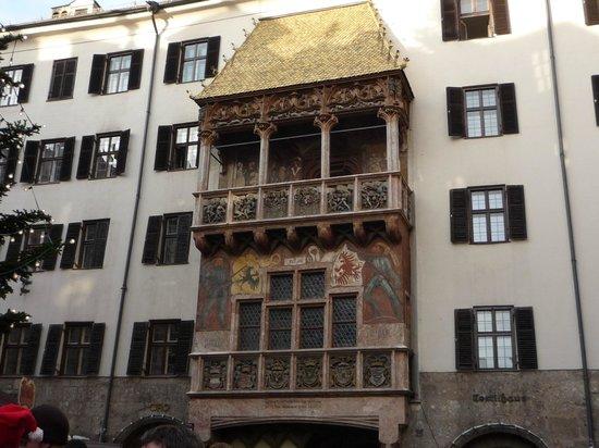 The Golden Roof (Goldenes Dachl): il Tettuccio visto di fronte