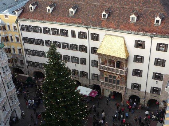 The Golden Roof (Goldenes Dachl): il Tettuccio d'Oro visto dall'alto nel periodo d'Avvento