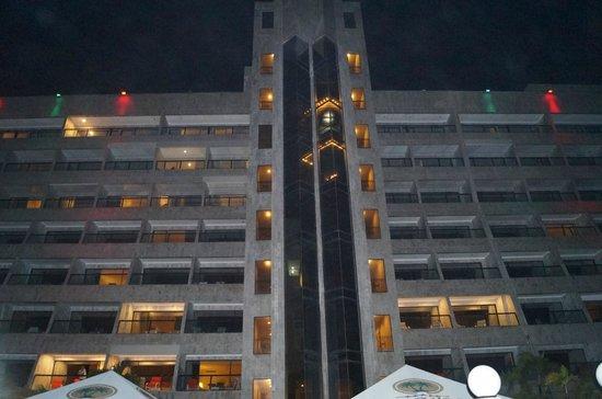 GHL Relax Hotel Sunrise: Luau Noturno