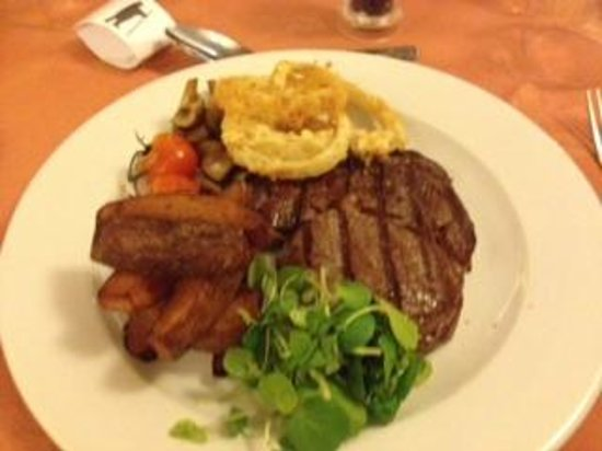 The Bear and Ragged Staff: Rib Eye Steak... awful chips to left of steak..
