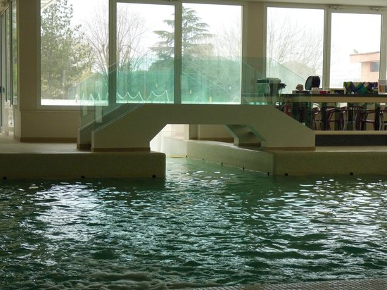 Terme Venezia Hotel : Ponte e passaggio piscina esterna