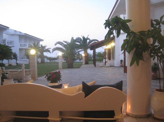 Chryssana Beach Hotel: vista dalla sala
