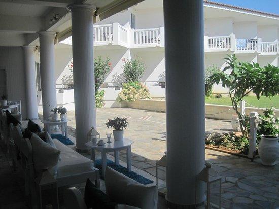 Chryssana Beach Hotel: hotel dalla sala ristorazione