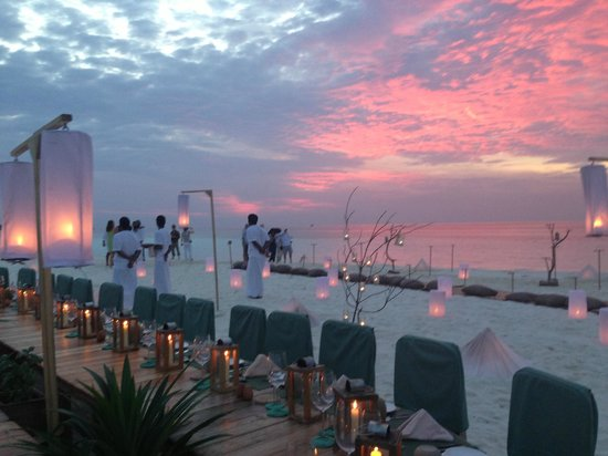 Kunfunadhoo: Dinner on the Sand Bank
