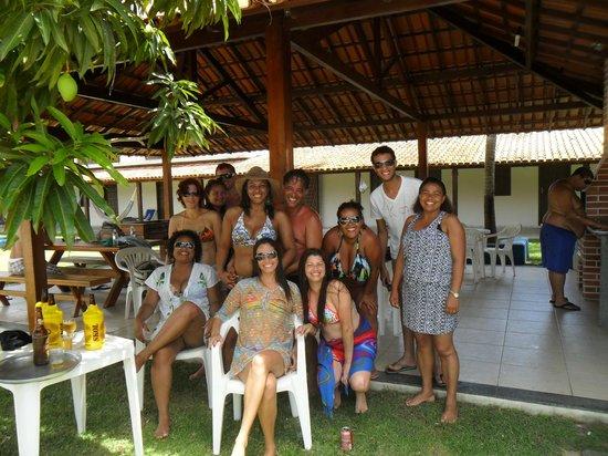 Com Amigos Na área De Churrasco Do Hotel.