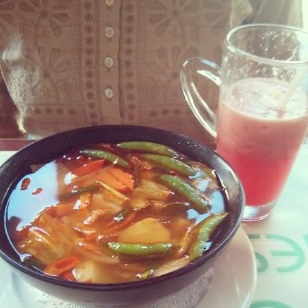 Eightfold Restaurant: Tom Yam (Vegetables) and Watermelon Juice