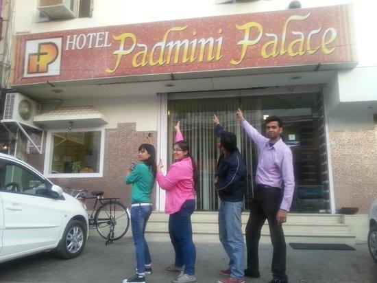 Hotel Padmini Palace: Mubarak Ali Khan and Group