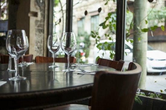 Nana Bar: round table