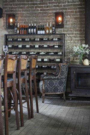 Nana Bar: bar view