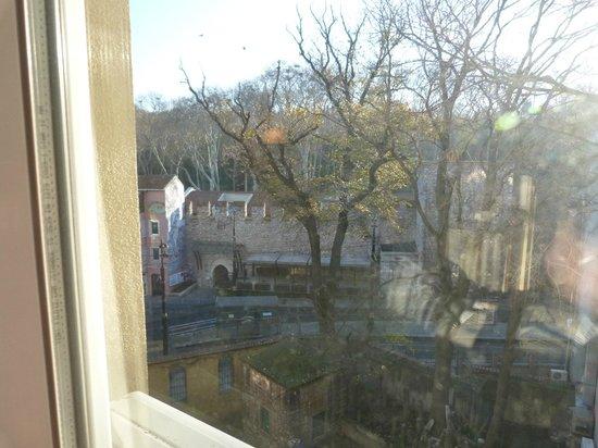 Ersu Hotel: Вид из окна № 306