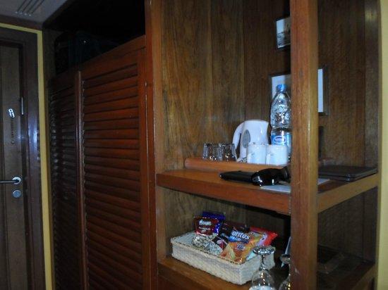 Lido Sharm Hotel: Coffe and tea set inside the room