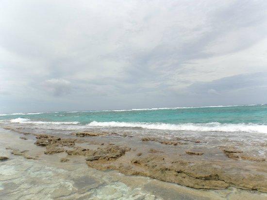 Johnny Cay: Vista do mar aberto ao fundo da ilha