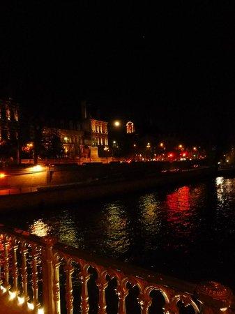Dark Paris : Paris by Moonlight